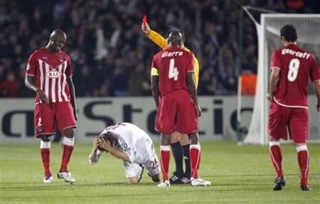 """""""Hùm xám"""" Bayern thua thảm, Juve thắng nhọc nhằn - 2"""