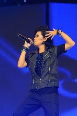 Đinh Mạnh Ninh giành phần thưởng đi Mỹ thu âm cùng Akon - 9
