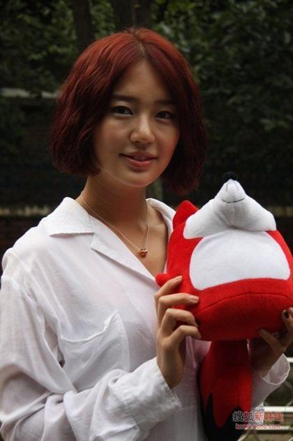 """Yoon Eun Hye """"biến hóa"""" với màu đen - 12"""