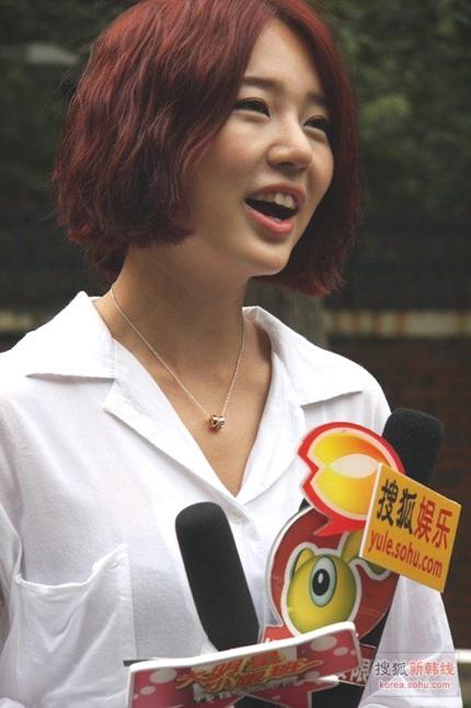 """Yoon Eun Hye """"biến hóa"""" với màu đen - 13"""