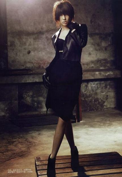 """Yoon Eun Hye """"biến hóa"""" với màu đen - 2"""