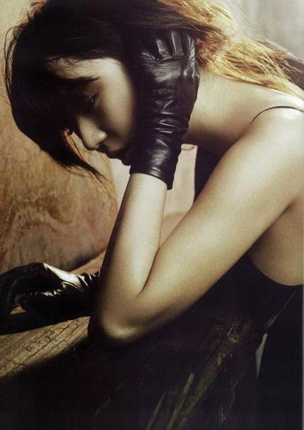 """Yoon Eun Hye """"biến hóa"""" với màu đen - 3"""