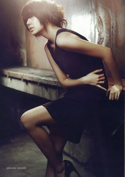 """Yoon Eun Hye """"biến hóa"""" với màu đen - 6"""