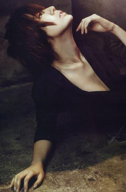 """Yoon Eun Hye """"biến hóa"""" với màu đen - 10"""