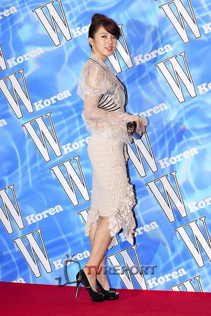 Yoon Eun Hye diện áo nhìn xuyên thấu - 6