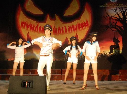 """Sinh viên báo chí """"rùng rợn, hài hước"""" với Halloween - 5"""
