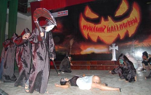 """Sinh viên báo chí """"rùng rợn, hài hước"""" với Halloween - 3"""