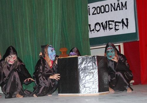 """Sinh viên báo chí """"rùng rợn, hài hước"""" với Halloween - 4"""