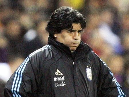 "Diego Maradona bị FIFA ""treo giò"" hai tháng - 1"