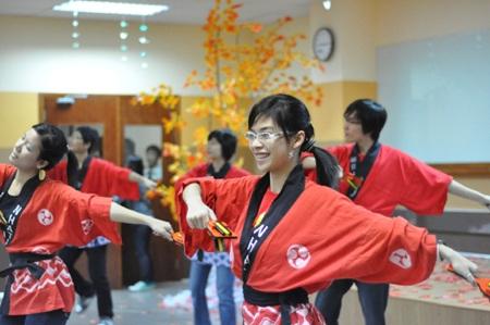 """Nữ sinh """"say"""" với điệu múa Geisha - 4"""