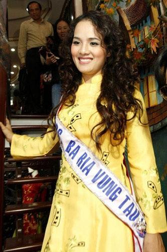 Thí sinh Hoa hậu quý bà Thế giới bất ngờ xuất hiện tại Hà Nội - 6