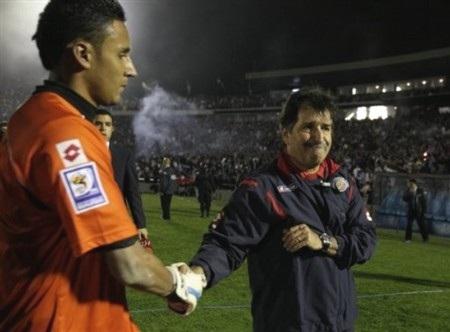 Hòa Costa Rica, Uruguay giành vé vớt tới Nam Phi - 2