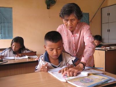 """""""Bà cô"""" của những trẻ em nghèo đói chữ - 1"""