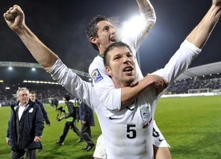 """Hạ """"gấu Nga"""", Slovenia tới World Cup cùng Hy Lạp - 1"""