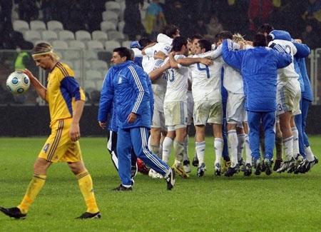 """Hạ """"gấu Nga"""", Slovenia tới World Cup cùng Hy Lạp - 3"""