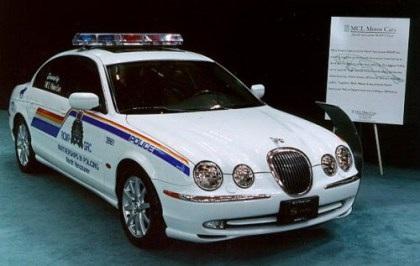 """Những """"siêu xe"""" cảnh sát - 13"""