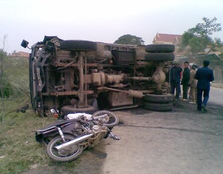 3 học sinh gặp nạn trên đường đi thăm thầy cô - 1