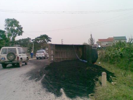 3 học sinh gặp nạn trên đường đi thăm thầy cô - 2