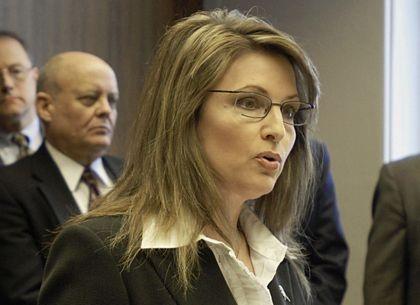 """Sarah Palin """"biến hóa"""" với các kiểu tóc  - 6"""