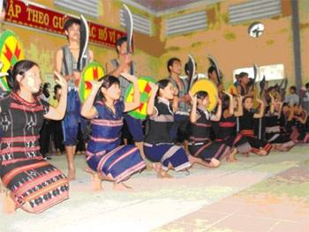 Mở hội cồng chiêng trong ngày Nhà giáo Việt Nam - 1
