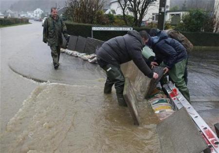 Ngập lụt hoành hành nước Anh - 8