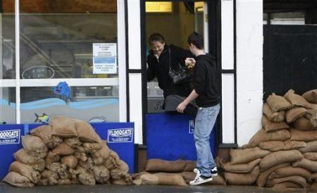 Ngập lụt hoành hành nước Anh - 3