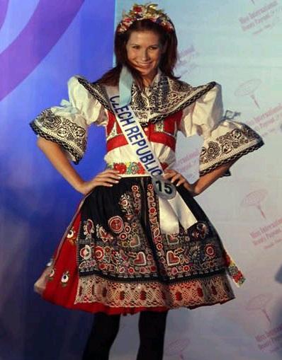 Phần trình diễn trang phục dân tộc đầy màu sắc - 28