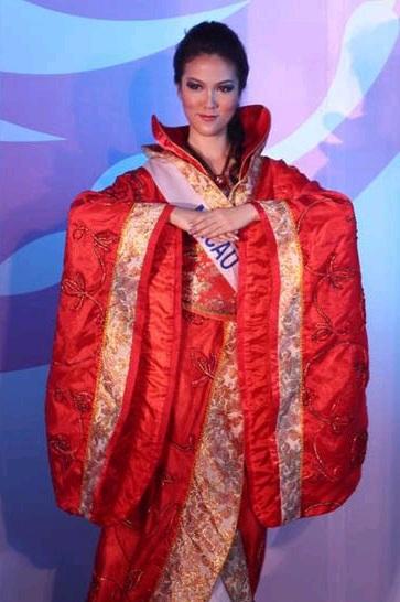 Phần trình diễn trang phục dân tộc đầy màu sắc - 37