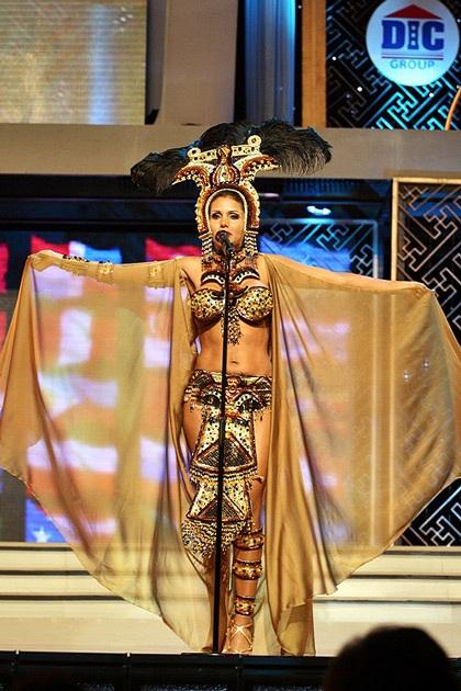 Các quý bà rực rỡ trong trang phục dân tộc - 5