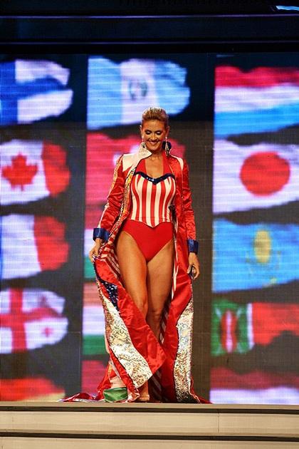 Các quý bà rực rỡ trong trang phục dân tộc - 9