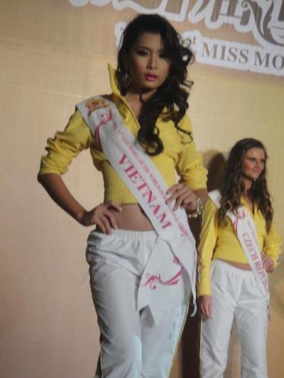Lan Hương nổi bật trong cuộc thi Người mẫu thế giới  - 2
