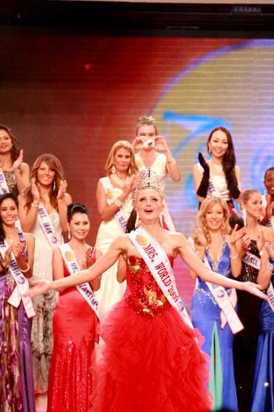 Người đẹp Nga đăng quang Hoa hậu quý bà Thế giới 2009 - 1