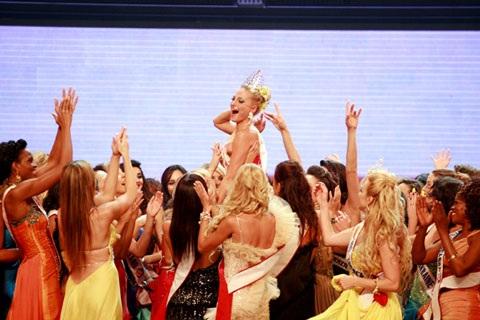 Người đẹp Nga đăng quang Hoa hậu quý bà Thế giới 2009 - 6