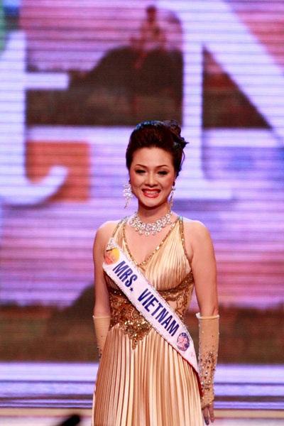 Người đẹp Nga đăng quang Hoa hậu quý bà Thế giới 2009 - 2