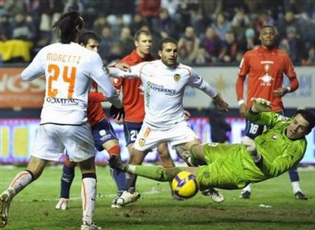 """Hạ gục Osasuna, Valencia trở lại """"top 4"""" - 2"""