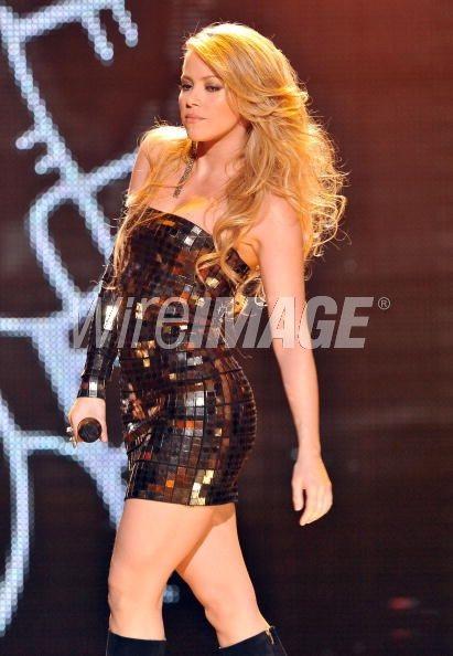 Shakira khoe dáng đẹp trong váy bó sát - 8
