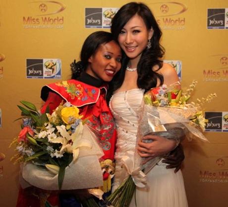 Hai người đẹp cùng giành ngôi Hoa hậu tài năng - 1