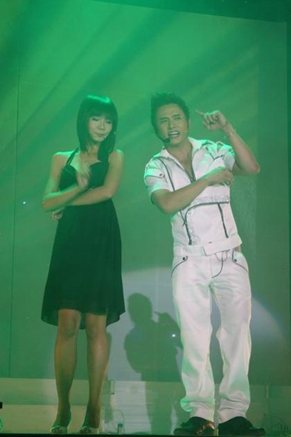 """Hàn Thái Tú """"biến hóa"""" đầy bất ngờ trong live show đầu tiên  - 10"""