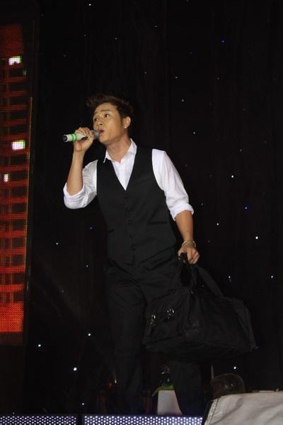"""Hàn Thái Tú """"biến hóa"""" đầy bất ngờ trong live show đầu tiên  - 9"""