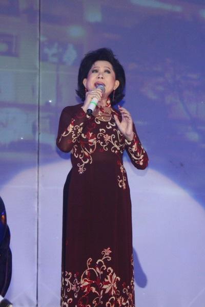 """Hàn Thái Tú """"biến hóa"""" đầy bất ngờ trong live show đầu tiên  - 23"""