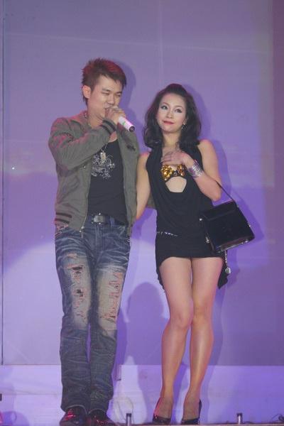 """Hàn Thái Tú """"biến hóa"""" đầy bất ngờ trong live show đầu tiên  - 21"""