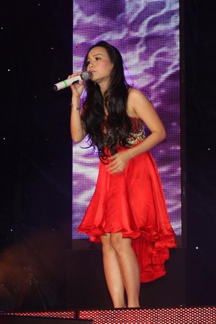 """Hàn Thái Tú """"biến hóa"""" đầy bất ngờ trong live show đầu tiên  - 24"""
