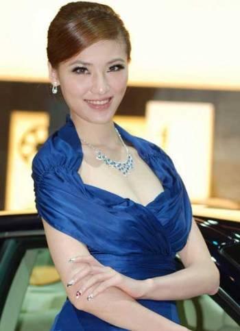 Mẫu nữ trên sàn Triển lãm ô tô Quảng Châu - 10