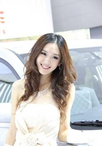 Mẫu nữ trên sàn Triển lãm ô tô Quảng Châu - 3