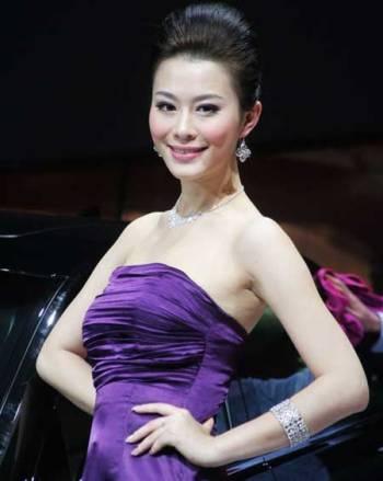 Mẫu nữ trên sàn Triển lãm ô tô Quảng Châu - 7