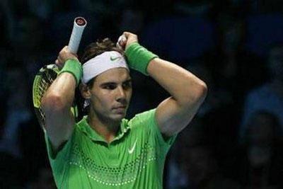 Nadal thất thủ, Djokovic thoát hiểm - 1