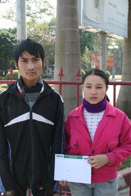 Tiếp tục trao quà cho bé Cao Thanh Lâm - 1