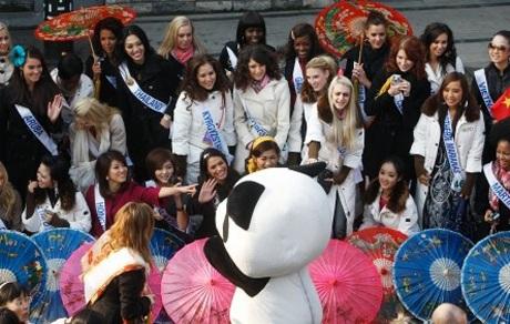 Người đẹp Hoa hậu quốc tế đi vãn cảnh Thành Đô - 16