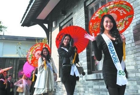 Người đẹp Hoa hậu quốc tế đi vãn cảnh Thành Đô - 17