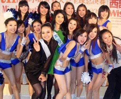 Người đẹp Hoa hậu quốc tế đi vãn cảnh Thành Đô - 19